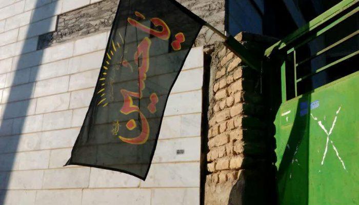سیاه پوشی مسجد و محله باقرخان برای عزاداری محرم همراه با مواسات اجتماعی