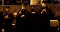 فیلم | زنجیر زنی حجت الاسلام میرمحمدیان در کنار اهالی محله «اوچ دکان» اردبیل